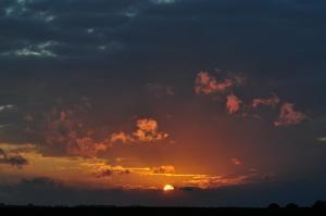 Når solen går ned i en sæk, går himmelen læk (det regner næste dag, vestlig fremherskende vind, front etc.)