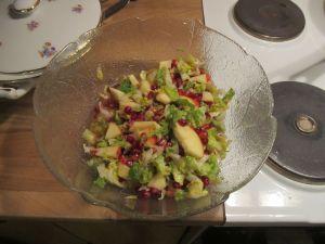 Granatæble-salaten var denne gang med hjertesalat, for der var ikke flere grønkålsblade at få i forretningerne her