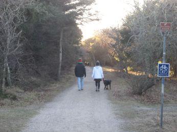 Afsted - der er mange der tager skovvejen fordi det er koldt og det lufter lidt